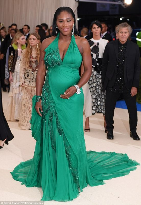 3FD3B80100000578-4464304-Hey_mama_to_be_Serena_Williams_has_made_her_very_first_red_carpe-a-17_1493683858055